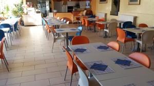 pizzeria con tovagliette inglese blu