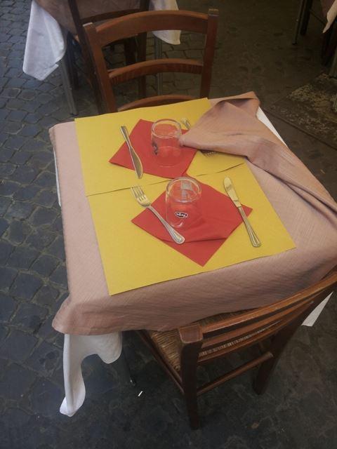 tovagliette carta paglia tavolino trattoria