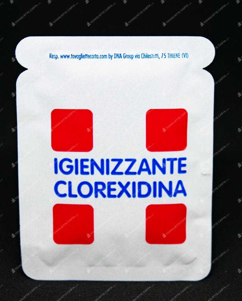 fazzoletto imbevuto di sostanza pulente igienizzante